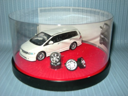 1:64 HONDA ODYSSEY ABSOLUTE - WHILE