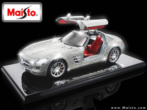 1:18 CRYSTAL - MERCEDES BENZ SLS AMG